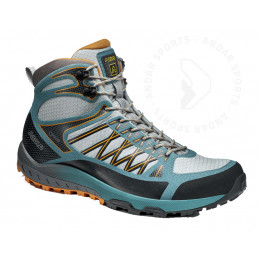 Trekking shoes for woman...